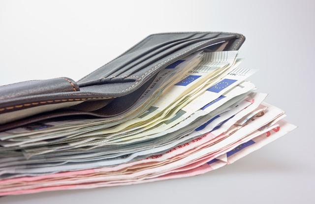zarobki wyplata